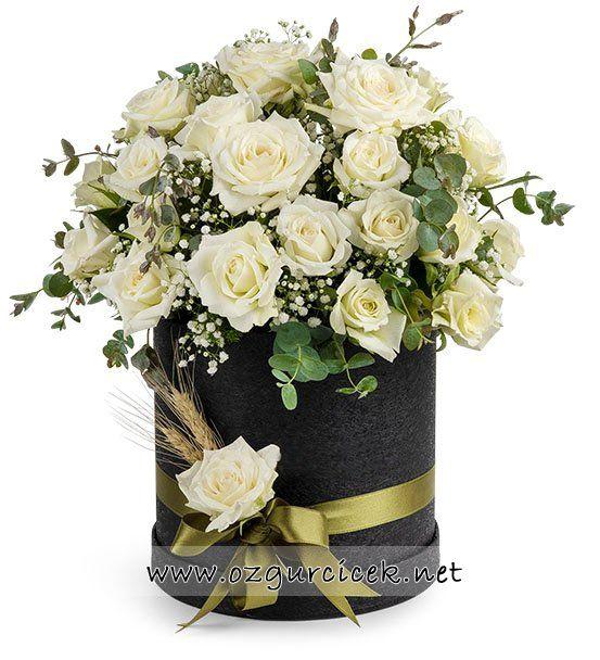 Siyah Kutuda 30 Beyaz Güller